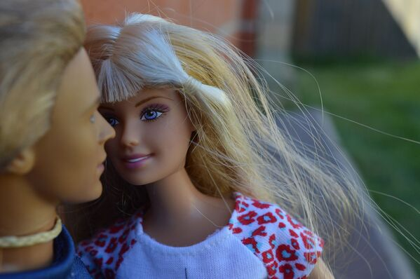 La eternamente joven muñeca Barbie cumple 60 años - Sputnik Mundo