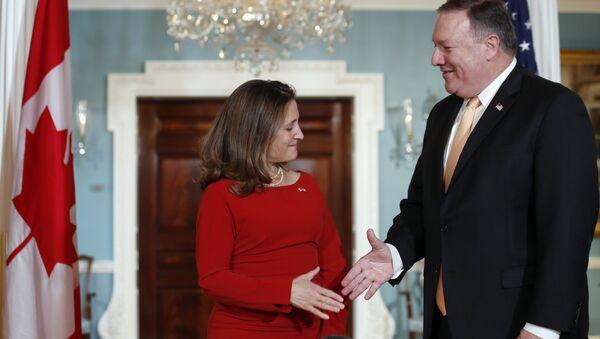 Canciller de Canadá, Chrystia Freeland, y secretario de Estado de EEUU, Mike Pompeo - Sputnik Mundo