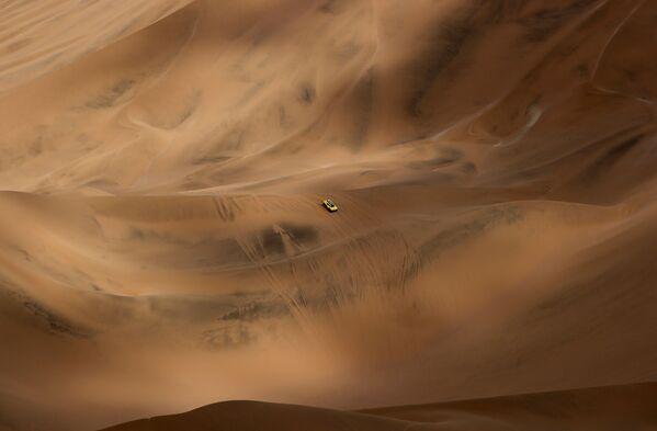 Автогонщик Филипп Гаш во время прохождения 5-ого этапа гонки Ралли Дакар 2019, Перу - Sputnik Mundo