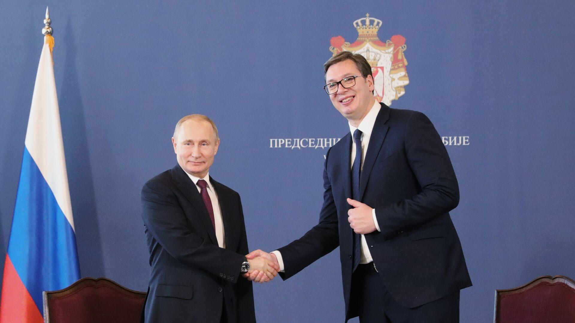El presidente ruso, Vladímir Putin, y el presidente de Serbia Aleksandar Vucic - Sputnik Mundo, 1920, 06.10.2021