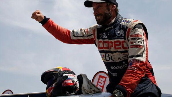 El piloto chileno Francisco López Contardo tras vencer en el Rally Dakar 2019 - Sputnik Mundo