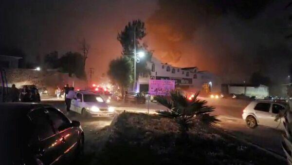 La gente en el lugar donde explotó un oleoducto en el municipio de Tlahuelilpan, Hidalgo, México - Sputnik Mundo
