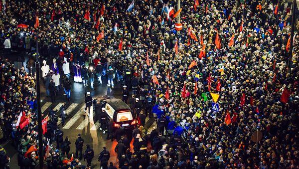 El último homenaje al alcalde asesinado en Polonia - Sputnik Mundo