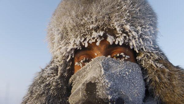 Una persona en Oimiakón - Sputnik Mundo