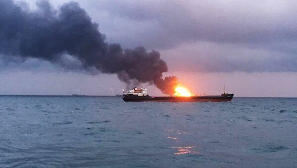 Incendio en un buque tanzano en el estrecho de Kerch - Sputnik Mundo