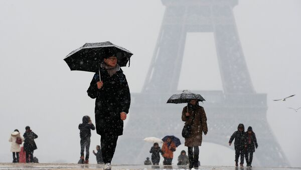 Torre Eiffel en París, Francia - Sputnik Mundo