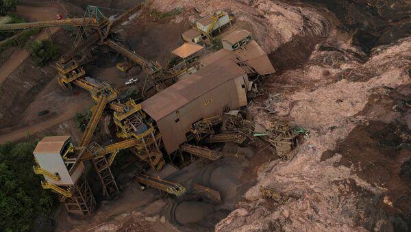 Consecuencias de la ruptura de la represa minera en Brasil - Sputnik Mundo