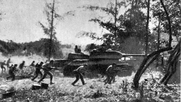 Contraataque de las Fuerzas Armadas Revolucionarias Cubanas apoyadas por tanques T-34 cerca de Playa Girón durante la invasión de Bahía de Cochinos, el 19 de abril de 1961 - Sputnik Mundo
