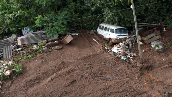 Las consecuencias de la rotura de una represa en Brasil - Sputnik Mundo
