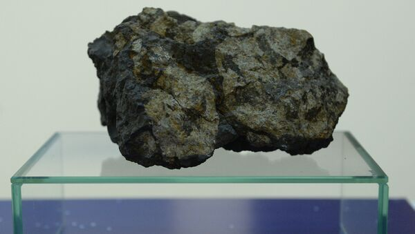 Un trozo del meteorito de Cheliábinsk - Sputnik Mundo