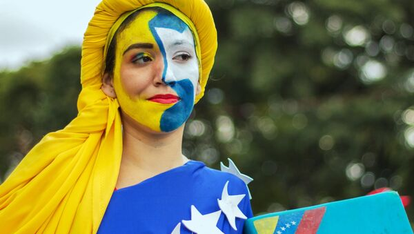 Marcha en apoyo al presidente de Venezuela, Nicolás Maduro, en Caracas, el 3 de febrero de 2019 - Sputnik Mundo