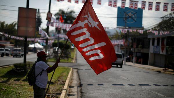 La bandera del FMLN - Sputnik Mundo