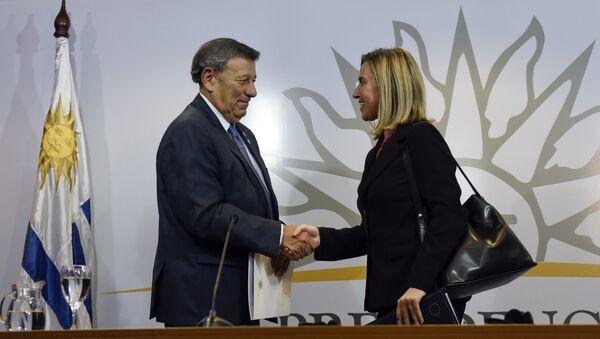 Rodolfo Nin, canciller de Uruguay y Federica Mogherini, jefa de asunto exteriores de la Unión Europea durante la reunión de Montevideo sobre Venezuela - Sputnik Mundo