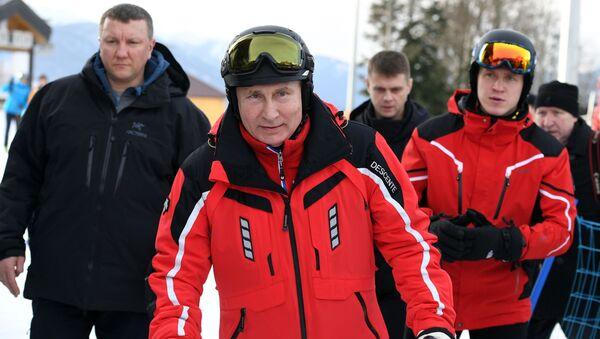 Pesca, Fórmula 1 y bádminton: así pasa el tiempo Vladímir Putin - Sputnik Mundo