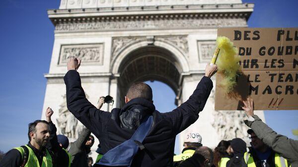 Protestas de loa 'chalecos amarillos' en París - Sputnik Mundo