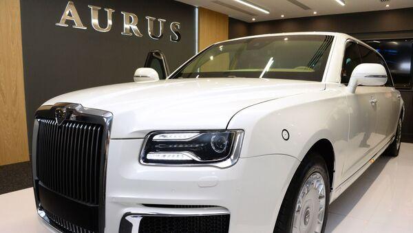 Автомобиль Aurus на международной выставке вооружений IDEX-2019 в Абу-Даби - Sputnik Mundo
