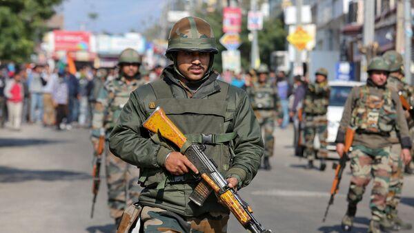 Un soldado indio en Cachemira - Sputnik Mundo