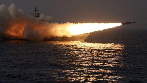 Lanzamiento de un misil desde un buque - Sputnik Mundo