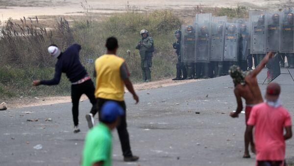 Situación en la frontera entre Venezuela y Brasil (24 de febrero) - Sputnik Mundo