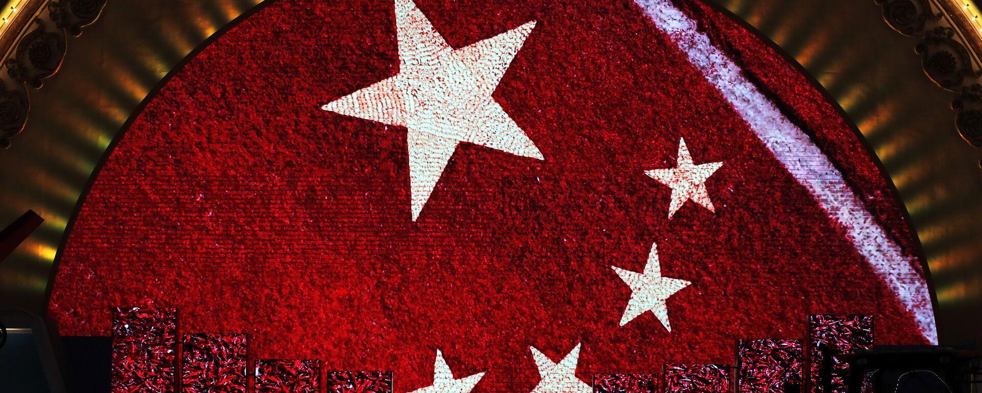 Una pantalla enseña la bandera de China para los visitantes de una exhibición (imagen referencial) - Sputnik Mundo, 1920, 16.11.2020