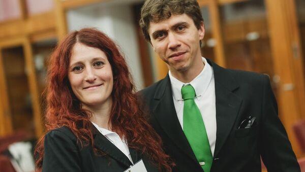 Nadia Barreiro y Ezequiel Pawelko, científicos argentinos que participaron en el desarrollo del lidar para facilitar la aeronavegacion en presencia de ceniza volcánica - Sputnik Mundo