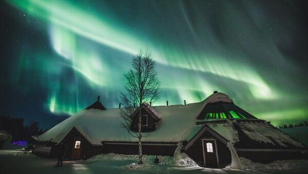 Ovnis, tornados y nubes de hongo: a esto se parecen las auroras boreales en Finlandia - Sputnik Mundo
