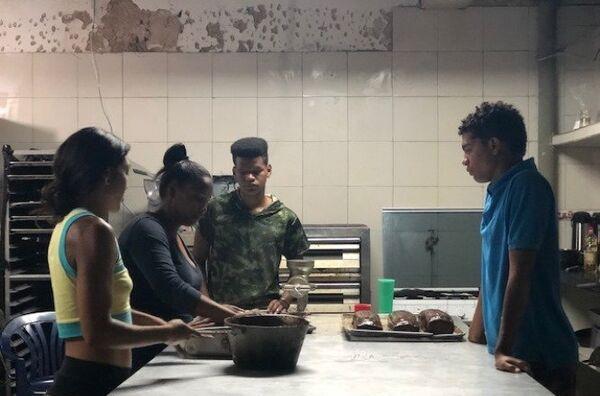La juventud es el público objetivo de la Minka, la comunidad que ocupó una escuela abandonada en Caracas, muy cerca del Palacio de Miraflores - Sputnik Mundo