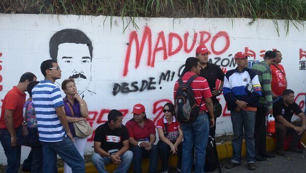 Un cartel recuerda a Hugo Chávez en Caracas - Sputnik Mundo