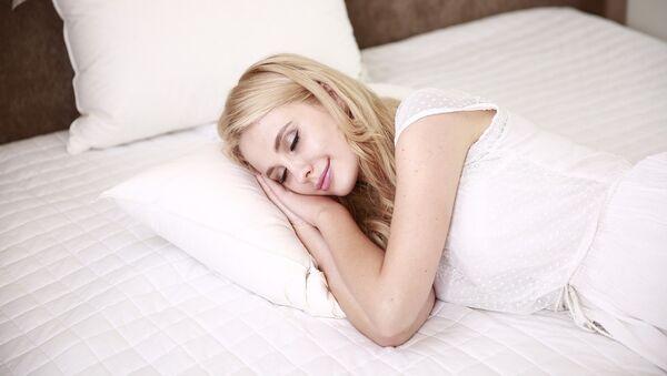 Mujer que sueña, dormida - Sputnik Mundo