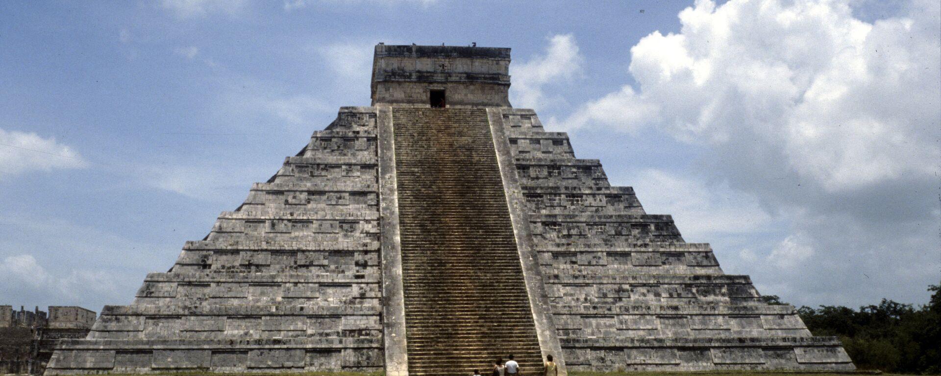 El templo de Kukulcán, en Chichén Itzá, uno de los complejos arqueológicos mayas más importantes de México - Sputnik Mundo, 1920, 14.09.2021