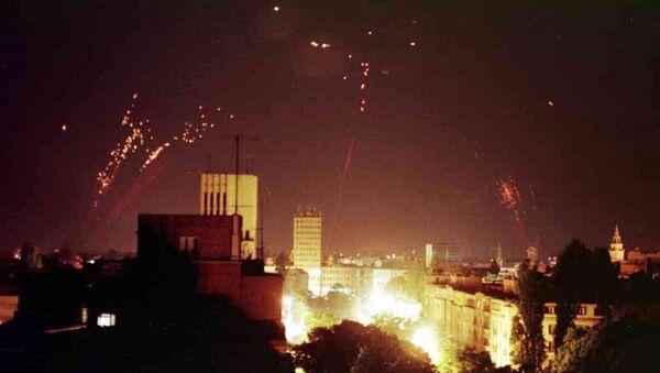 La defensa aérea de Yugoslavia intenta derribar los bombarderos de la OTAN - Sputnik Mundo