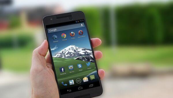 Un teléfono inteligente a base de Android - Sputnik Mundo