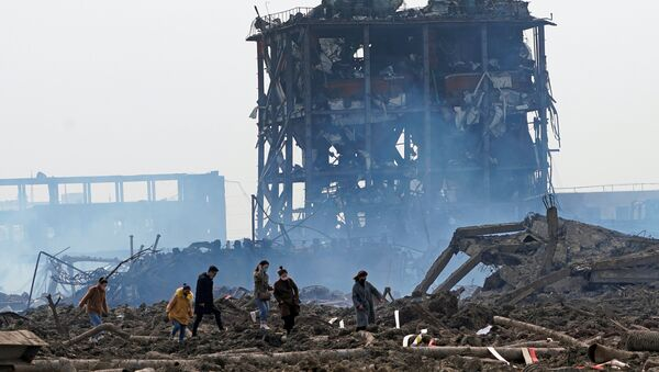 Las consecuencias de la explosión en la planta química Tianjiayi en China - Sputnik Mundo