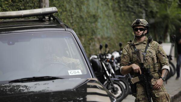 Un policía federal de Brasil (imagen referencial) - Sputnik Mundo