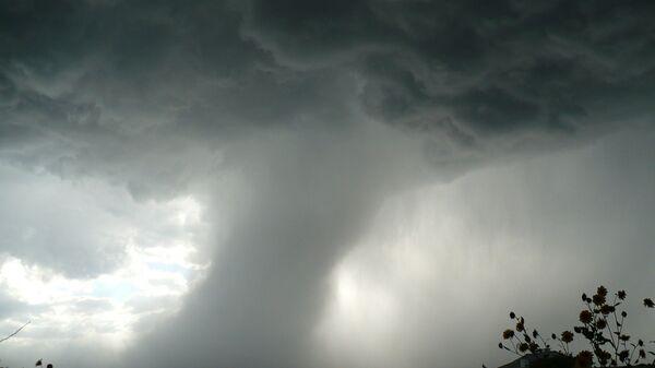 Un tornado, imagen referencial - Sputnik Mundo