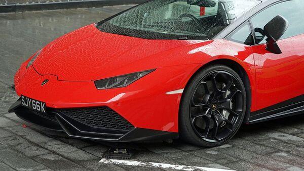 Un vehículo rojo de marca Lamborghini - Sputnik Mundo