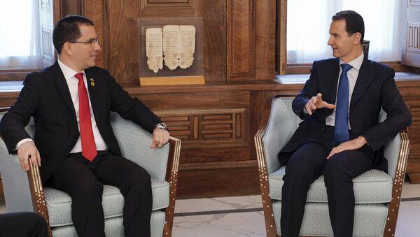 El canciller de Venezuela, Jorge Arreaza y el presidente de Siria, Bashar Asad - Sputnik Mundo