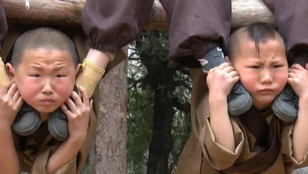 Fuertes, resistentes y… tiernos: así se entrenan los niños shaolin - Sputnik Mundo