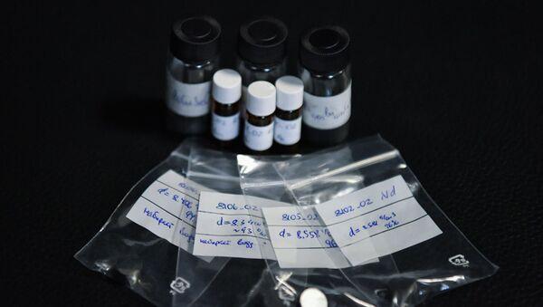 BiCuSeO (bismuto-cobre-selenio-oxígeno) en polvo - Sputnik Mundo
