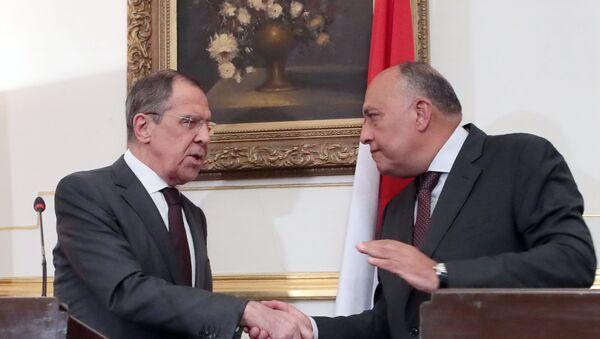 El canciller ruso, Serguéi Lavrov, y el ministro de Exteriores egipcio, Sameh Shukri - Sputnik Mundo