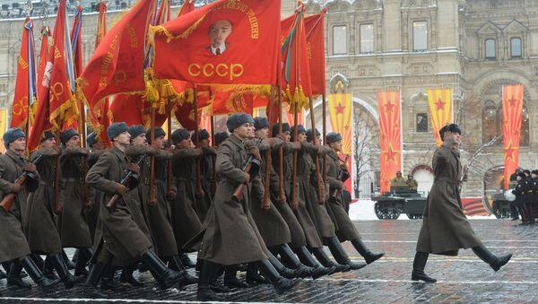 Militares en el uniforme de la URSS - Sputnik Mundo