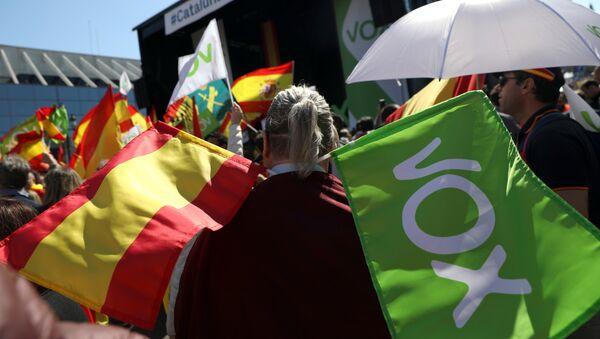Las banderas de España y del partido Vox - Sputnik Mundo