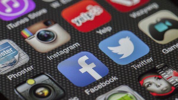El logo de Instagram y Facebook - Sputnik Mundo