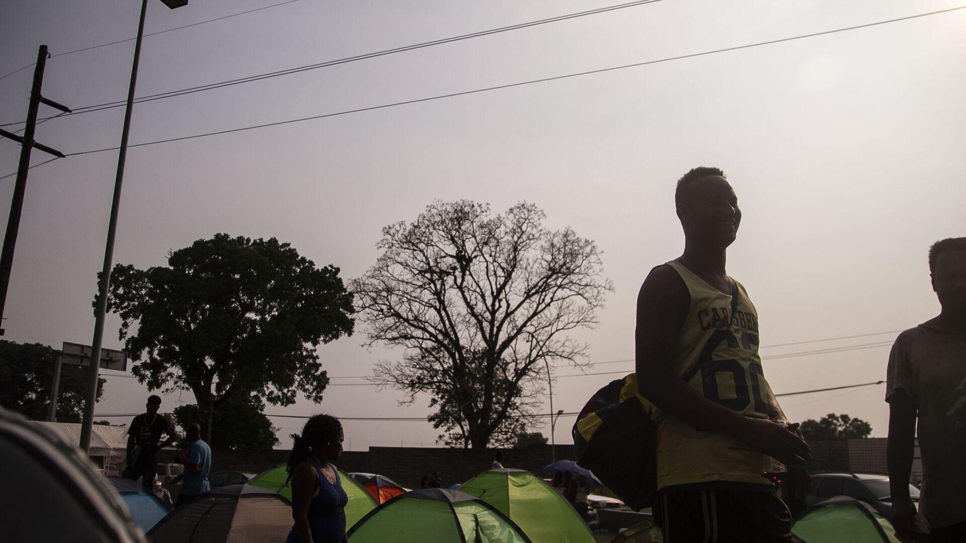 Tapachula, Chiapas: Campamento de haitianos y africanos frente la cárcel migratoria Siglo XXI, donde esperan que les resuelvan su situación en México - Sputnik Mundo, 1920, 21.09.2021