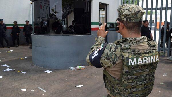 Un agente de la Marina mexicana - Sputnik Mundo