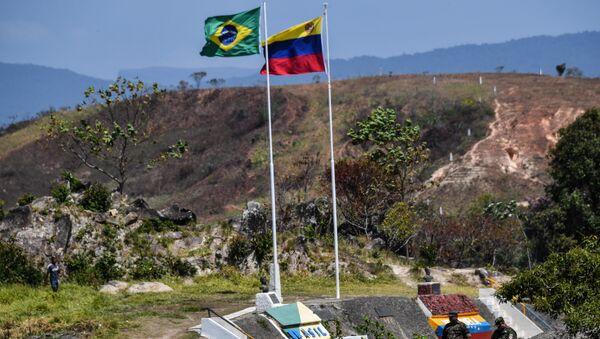 Las banderas de Brasil y Venezuela en la frontera - Sputnik Mundo