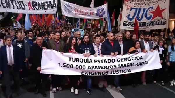 El mundo rememora el genocidio armenio con protestas masivas - Sputnik Mundo
