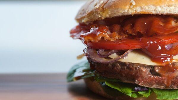 Una hamburguesa - Sputnik Mundo