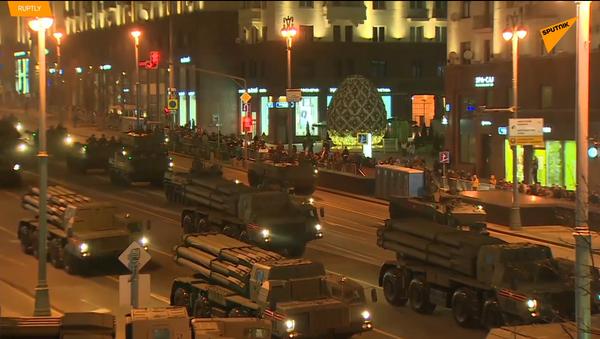 Vídeo: ensayo nocturno del Desfile de la Victoria - Sputnik Mundo