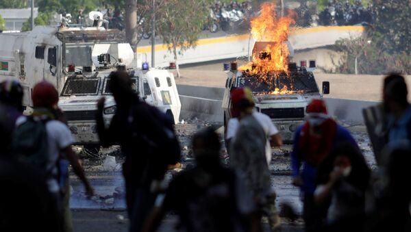 Los partidarios de la oposición venezolana se enfrentan a las fuerzas de seguridad del país (archivo) - Sputnik Mundo